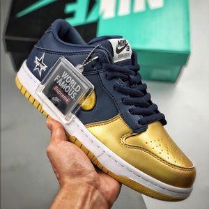 "Supreme x Nike SB Dunk Low  ""Metallic Silver"""